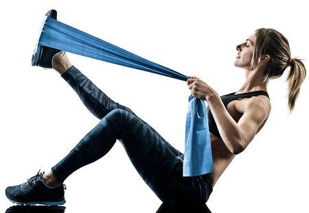 jedna kaukaska kobieta ćwicząca pilates fitness ćwiczenia z gumką oporną na białym tle sylwetka na białym tle Zdjęcie Seryjne