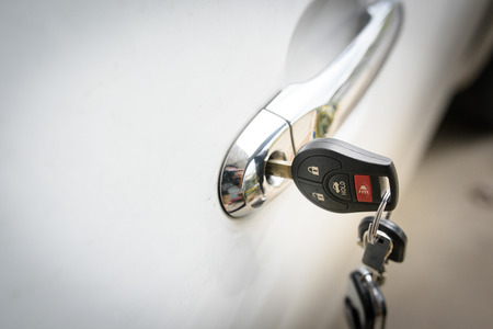 ロック、駐車場で車のキー左 写真素材