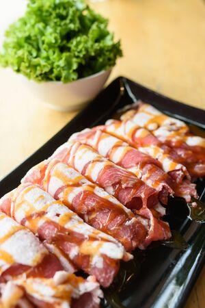 frescura: frescura en rodajas de carne de cerdo para la parrilla Foto de archivo