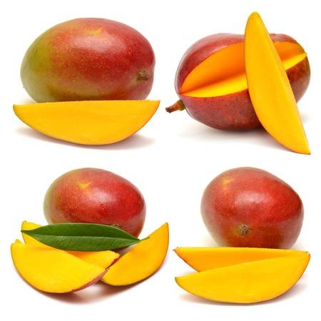 mango: Kolekcja mango z liści i plasterki samodzielnie na białym tle
