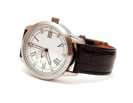 白い背景に分離されたメンズ機械式腕時計