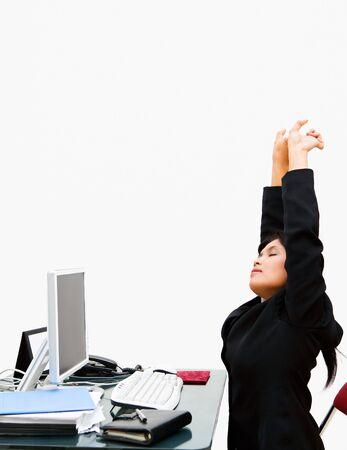 estiramientos: Borrado de la pared utilizando clave de alta iluminaci�n para que sea claro casi blanco, el secretario extiende sus manos cuando se siente cansado.