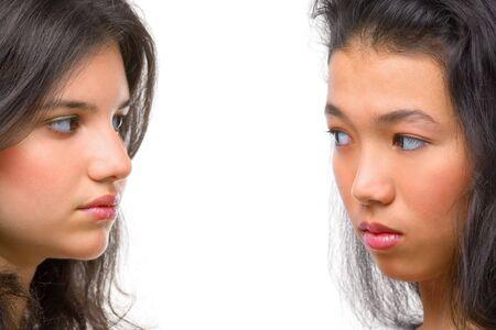 feindschaft: Feindseligkeit gezeigt, zwischen diesen beiden jungen Frauen.