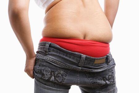 tight jeans: verso de grosse femme essaie de porter des jeans serr�s, un concept pour la question de l'ob�sit�