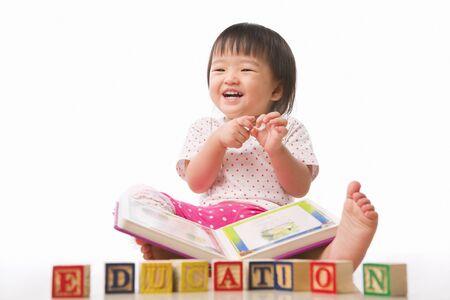 Las niñas poco, el libro y la educación organizado conjuntamente por concepto de educación temprana