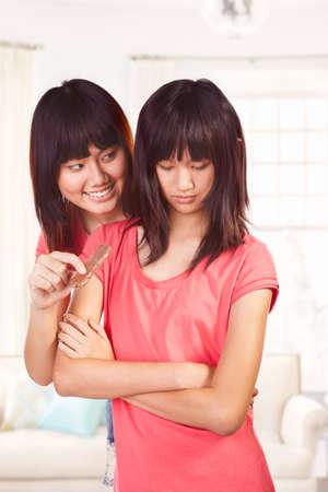 Chica China tring para animar su hermana