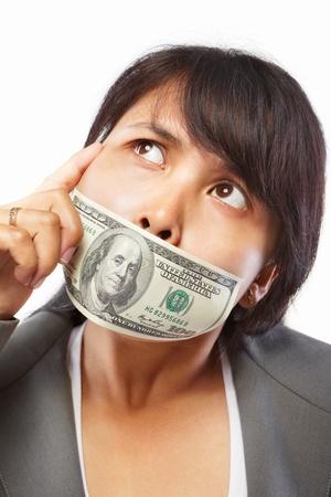 south east asian: Empresaria sur asi�tica con el d�lar en la boca por concepto de soborno