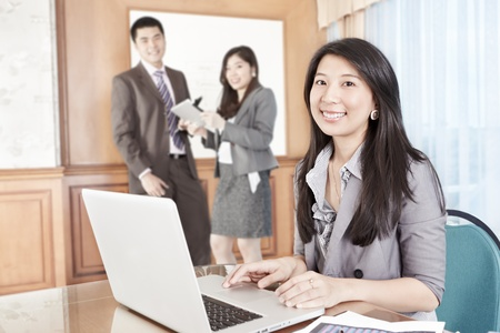 asian office lady: Chinese businesswoman working in the office