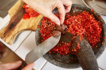 pebles: Adding shrimp paste to sambal