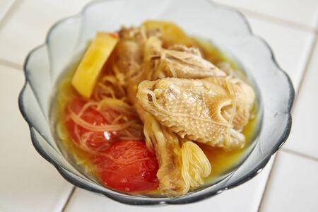 sopa de pollo: Estofado de pollo de Indonesia en un tazón Foto de archivo