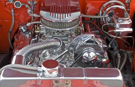 크롬 도금 부품이 장착 된 V8 고성능 엔진 실 스톡 콘텐츠