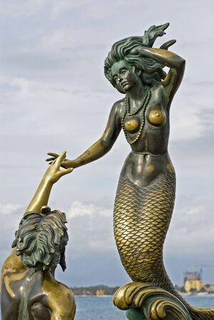 メキシコ プエルト ・ バジャルタ マレコン Carlos Espino によって Nereida トリトンのブロンズ彫刻