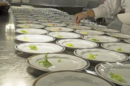 cruiseship: Preparaci�n de los alimentos en un restaurante de crucero