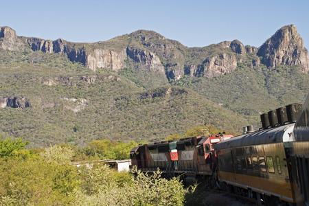 시에라 Madre Occidental, 구리 캐년, 멕시코 접근 기차의 부분보기 스톡 콘텐츠