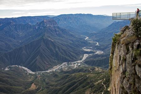구리 캐년 지역, 멕시코, 치와와 (Chihuahua)에서 플랫폼을 볼 수있는 위크 캐년 (Urique Canyon)