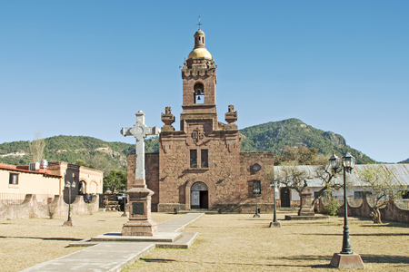 Vecchia chiesa missione spagnola in Cerocahui, Chihuahua, Messico Archivio Fotografico - 54175879
