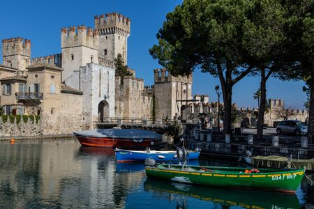 sirmione: Sirmione Scaliger Castle and harbor