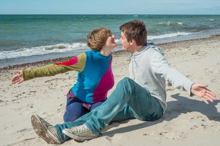 cuddle: Young men and women want to cuddle on the beach