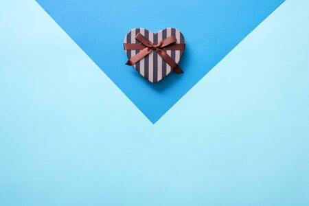 Heart shaped Valentines Day gift box, flat lay Imagens