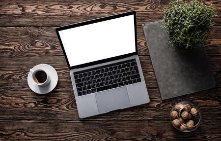 Mockup of open laptop on a desktop Banque d'images