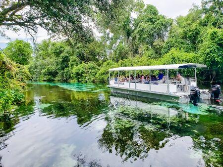 Aqua Belle boat ride down the Weeki Wachee Springs River in Florida - Weeki Wachee Florida July 7, 2019 新聞圖片