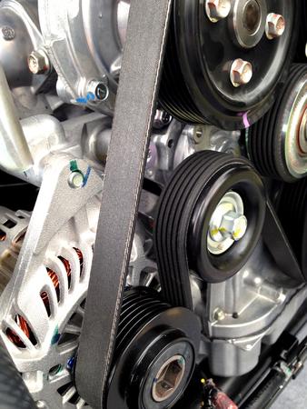 polea: Car engine pulley drive belt