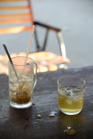 no boundaries: Close up of a half-empty iced coffee at roadside coffee stall in Vietnam  Stock Photo