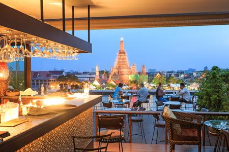 wat arun: Bangkok, Thailand - April 13, 2015: People watching the sunset over the Wat Arun temple