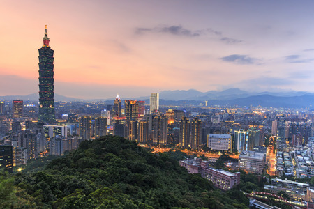 夕暮れの台北、台湾のスカイライン