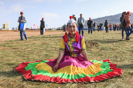nu: Heqing, China - March 15, 2016: Chinese girl in traditional Chinese clothing during the Heqing Qifeng Pear Flower festival