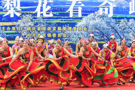 nu: Heqing, China - March 15, 2016: Chinese women dressed with traditional clothing dancing and singing during the Heqing Qifeng Pear Flower festival