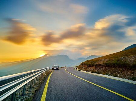 Sunset Zeitraffer auf Trans Autobahn in der rumänischen Bergen.