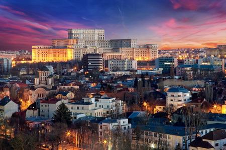 Bucarest Vue aérienne du Palais du Parlement au coucher du soleil Banque d'images - 53395007