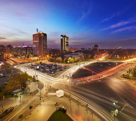 bucuresti: Bucharest, RO, 2015. Aerial view of Victory Square at sunset.