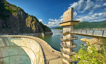Vidraru Dam en Lake in Arges, Roemenië.
