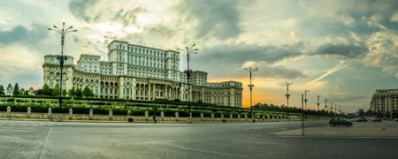 Bukarester Parlamentspalast (Casa Poporului) auf Liberty-Boulevard.