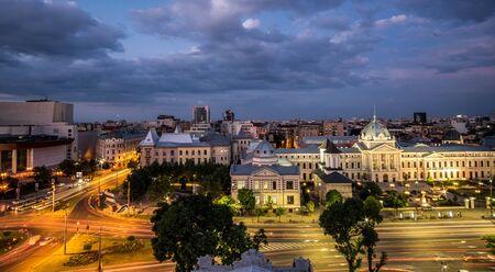 bucuresti: Bucharest skyline. Aerial view of Coltea Hospital at sunset.