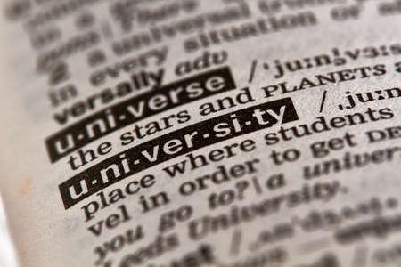 definicion: Universidad palabra en el diccionario la definici�n del texto P�gina Foto de archivo