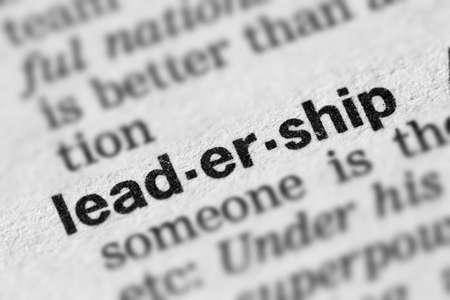 Texto de la palabra de definición de liderazgo en la página del diccionario