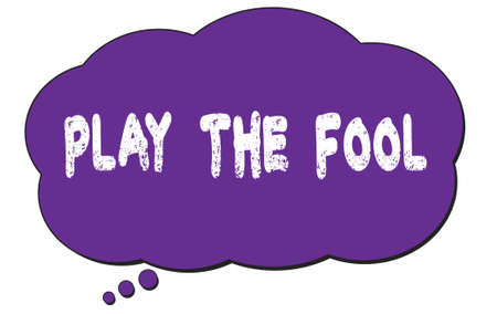 PLAY  THE  FOOL text written on a violet thought cloud bubble. Foto de archivo - 168159906