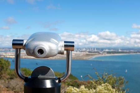 viewfinder overlooking the city skyline and ocean,selective focus 新聞圖片
