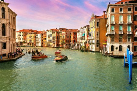 Sunset view of Grand Canal with Gondolas and Boats in Venice, Italy 新闻类图片