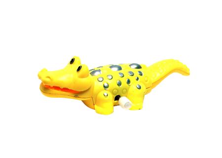 pull toy: juguete de cocodrilo de color amarillo sobre un fondo blanco