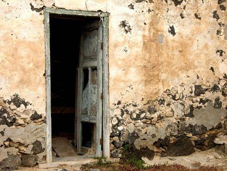porte bois: Image d'une ancienne porte. De la vieille ville en Europe