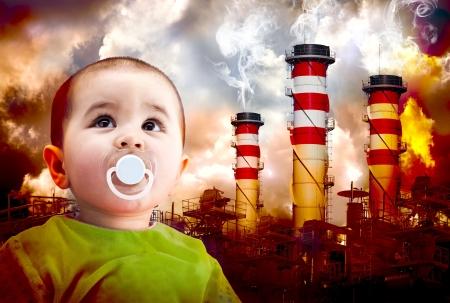 Una imagen del calentamiento global con un niño mirando el cielo. Paisaje de las industrias con fuego y tóxicos gases Foto de archivo