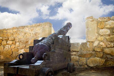 ordenanza: Cannon medieval en morrow, Espa�a de Denia  Foto de archivo