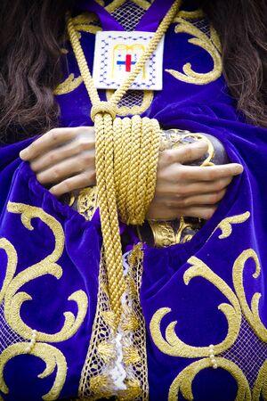 procession: procesi�n del Cristo de Medinaceli, los detalles de las manos