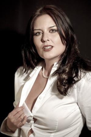 sexy secretary: secretaria atractiva fina con camisa blanca