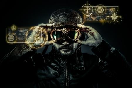 Pilote de chasse attrayant avec chapeau et lunettes ère Banque d'images - 21085793