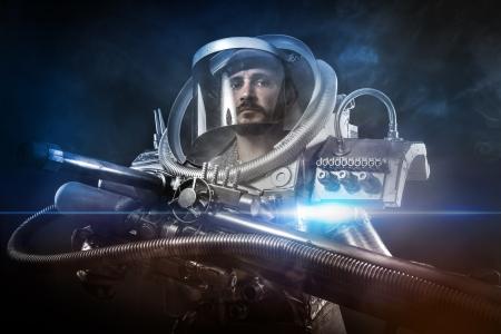 astronauta: Astronauta, guerrero de fantas�a con gran arma espacial Foto de archivo